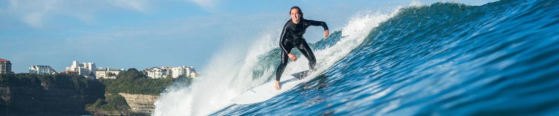 Surf y deslizamiento sobre olas