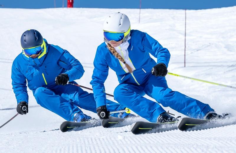 Giros conducidos con los nuevos esquís 900 y 980