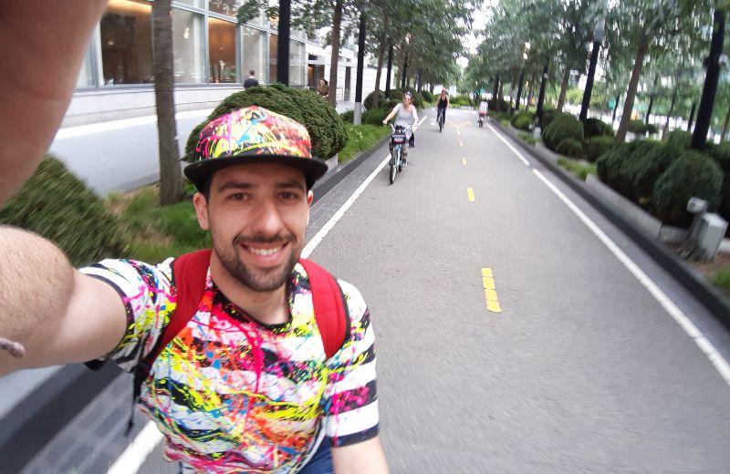 Carril bici cerca del One World