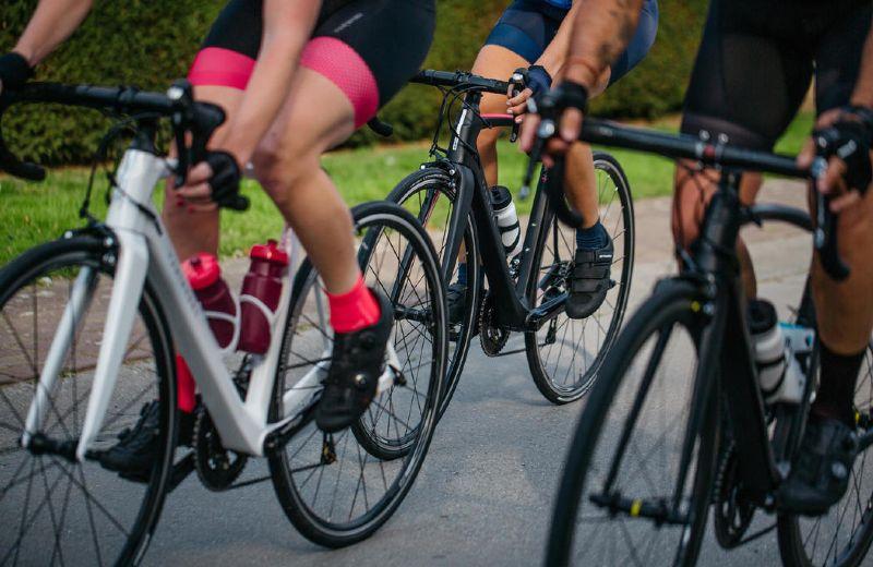ciclistas juntos