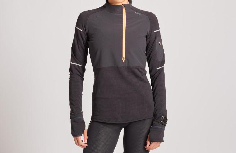 Camiseta+Running+Kiprun+Warm+Regul+Mujer+Negro+Coral+Invierno+Manga+Larga