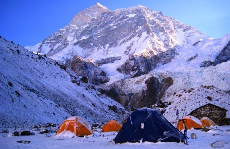 base-del-makalu-nevadas-campamento