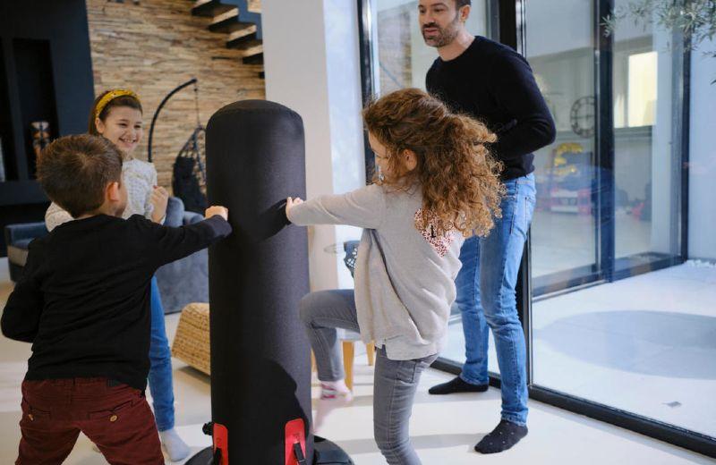 niños jugando boxeo
