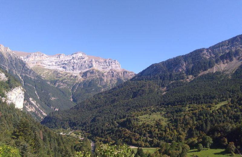 Vistas del Valle de Bujaruelo desde la curva de entrada hacia la cabecera del río Ara.