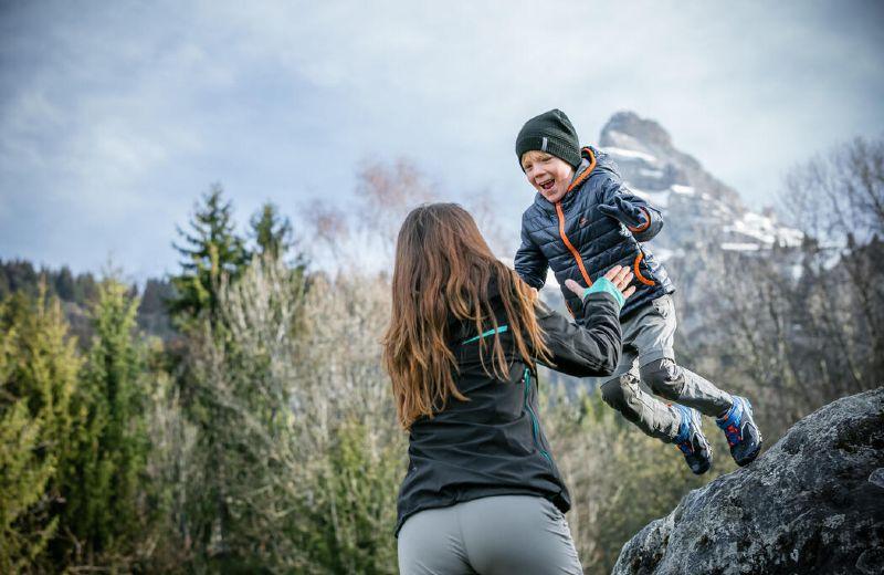 Niño en la montaña