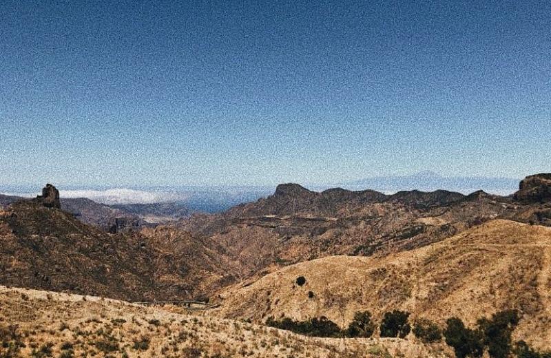 Roque Bentayga (1.414m) y el Padre Teide (3.718m)