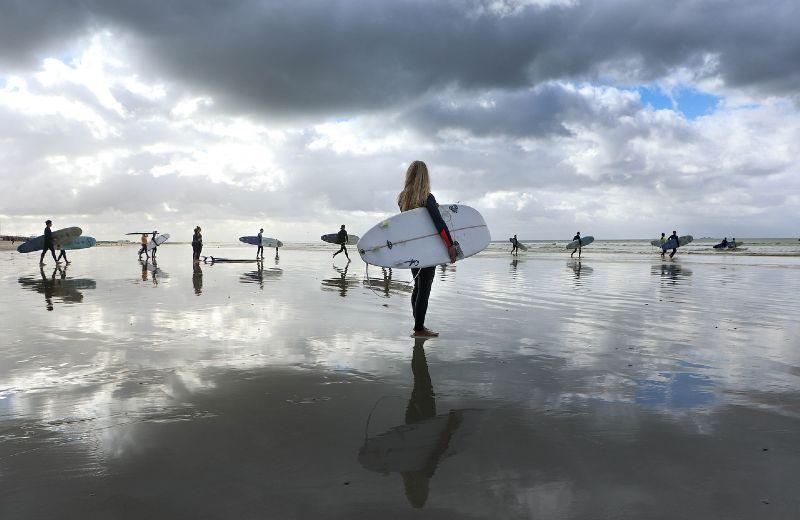 surfers-4390427_1280