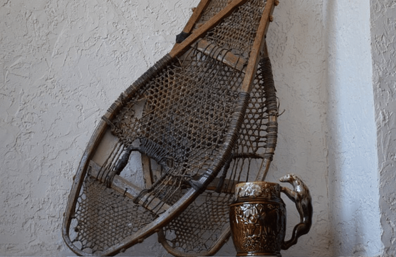 antique-snowshoes-and-mug-2072463_640