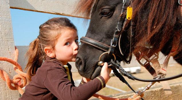 nina_caballo