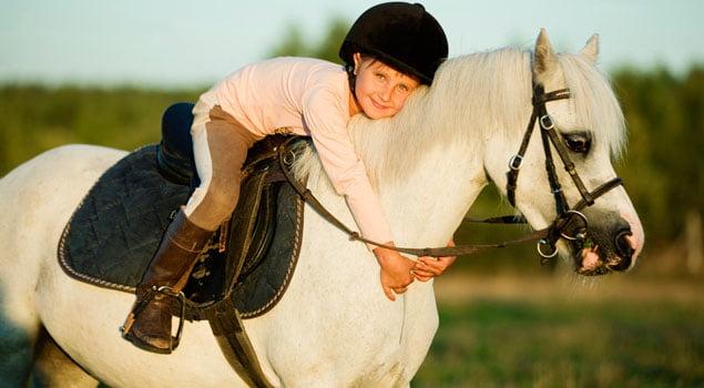 nina_con_caballo