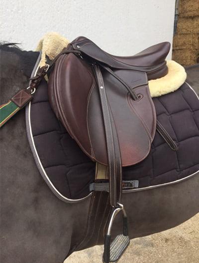 Tipos de sillas de montar a caballo silla de cuero