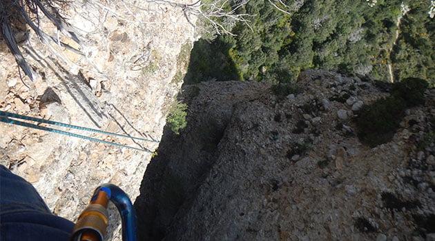 2º Rapel de 25 m. que nos dejará en la canal, precaución con las piedras