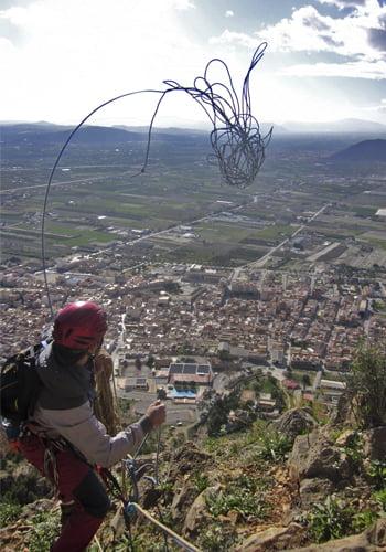 casco de escalada lanzar cuerda