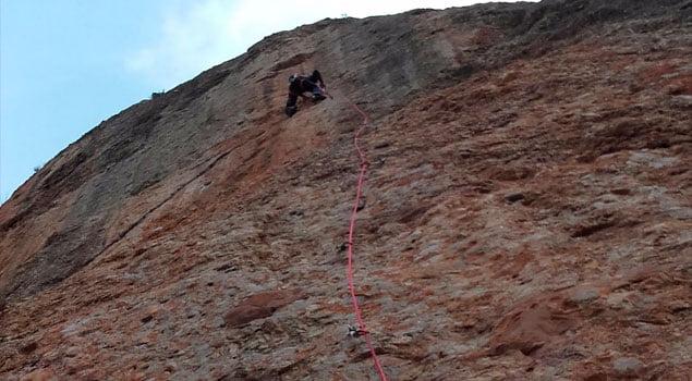 cuerda de escalada-cuerda simond-escalando