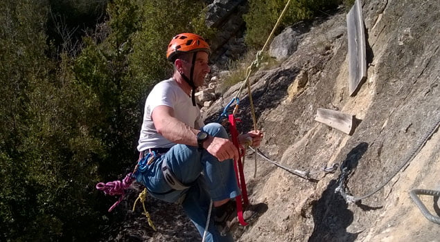 salvar un nudo en un descenso de rapel