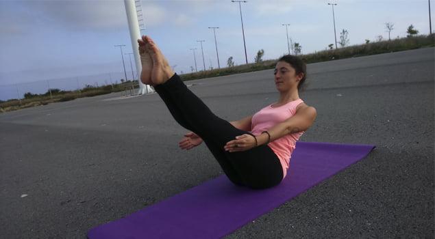 posturas de yoga navasana