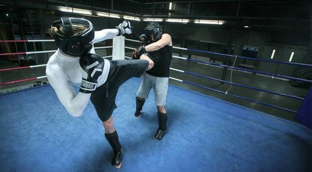 Como golpear sin ser golpeado en artes marciales fitness