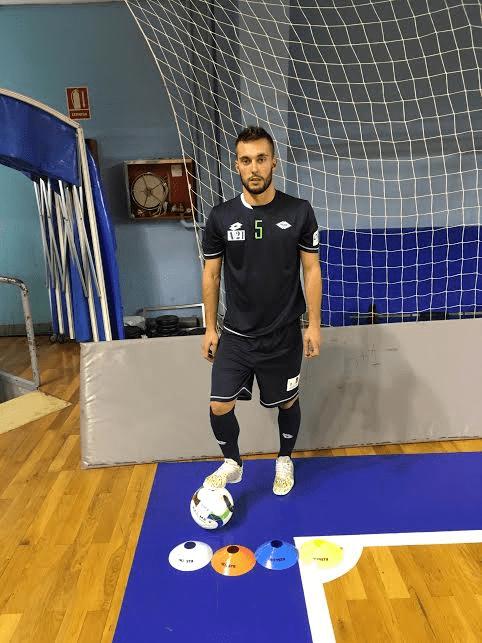 kipsta-futbol-diego-nuñez-decathlon-prone-accesorios