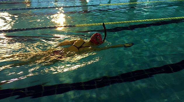 nadar-con-tuba