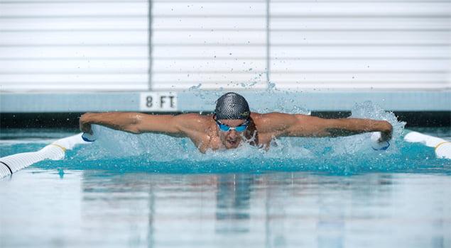 hombre-nadando-a-mariposa