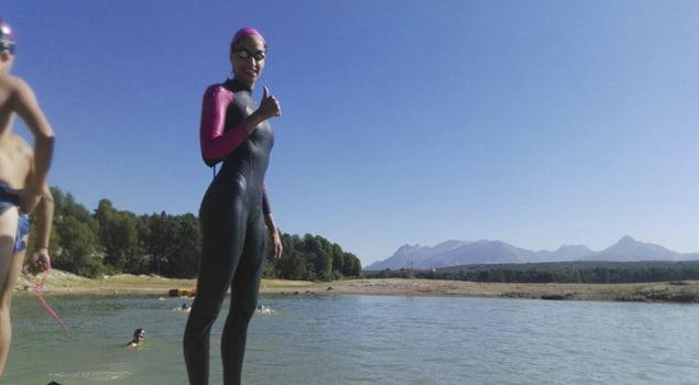 natacion-en-aguas-abiertas-neopreno-experiencia-nadando-decathlon