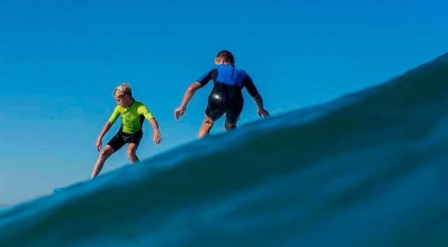 Trucos para iniciar a los niños en el surf