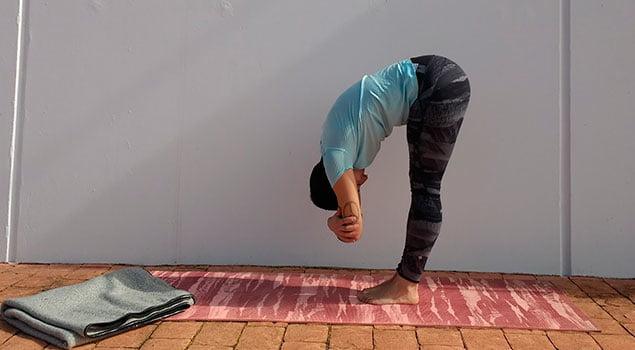 Mejora tu espalda practicando yoga